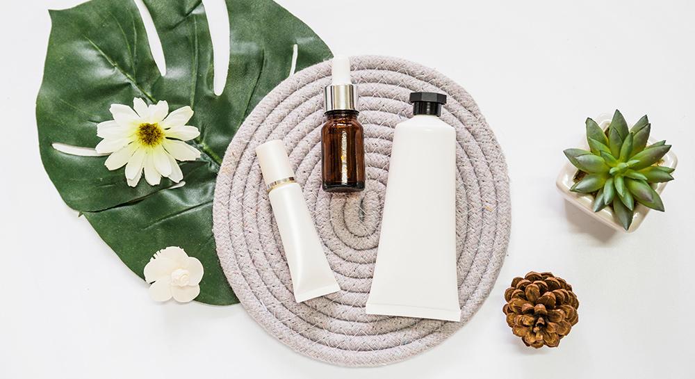 Flacons et tubes de produits cosmétiques